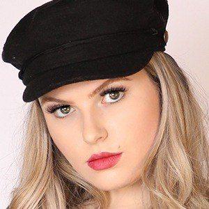 Chelsea Linder 2 of 10