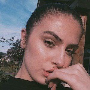 Chloe Arden 2 of 4