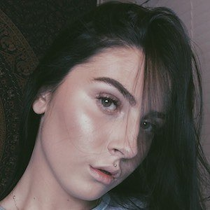Chloe Arden 3 of 4