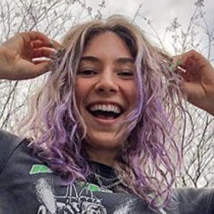 Chloe Ehrlich Headshot 4 of 6