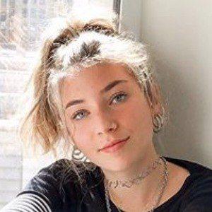 Chloe Ehrlich Headshot 5 of 6