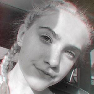 Chloe Kleiner 3 of 6