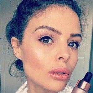 Chloe Lewis 4 of 6