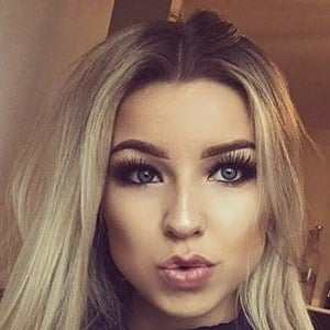 Chloe Lindsay 2 of 10
