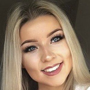 Chloe Lindsay 5 of 10