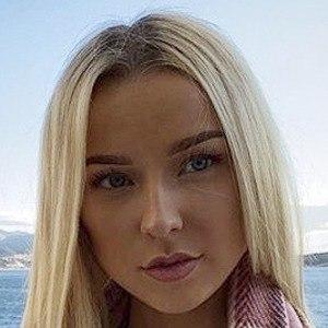 Chloe Lindsay 10 of 10