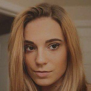 Chloe Madlinger Headshot 6 of 10
