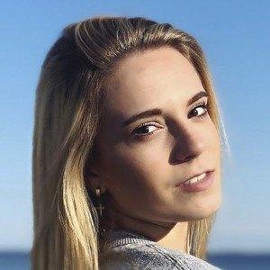 Chloe Madlinger Headshot 7 of 10