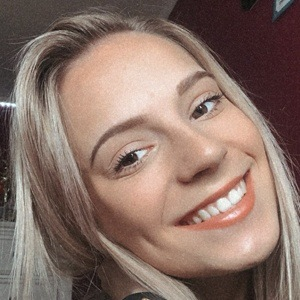 Chloe Madlinger Headshot 9 of 10