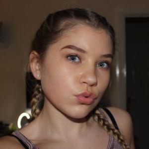 Chloe Millinson 2 of 5