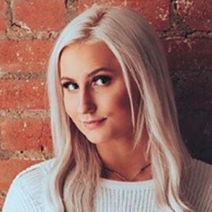 Chloe Powell 2 of 5