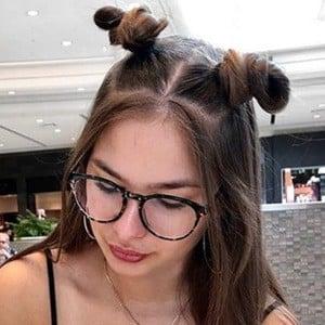 Chloe Rioux 2 of 6