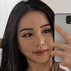 Chloe Ting 2 of 10