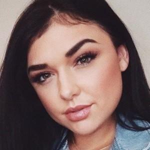 Chloe Zadori 4 of 6