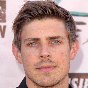 Chris Lowell 4 of 5