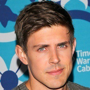 Chris Lowell 5 of 5