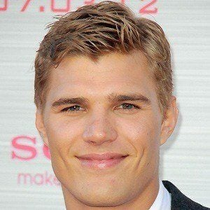 Chris Zylka 2 of 10