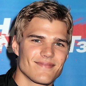Chris Zylka 3 of 10