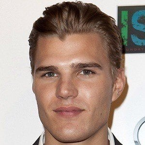 Chris Zylka 4 of 10