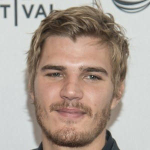Chris Zylka 8 of 10
