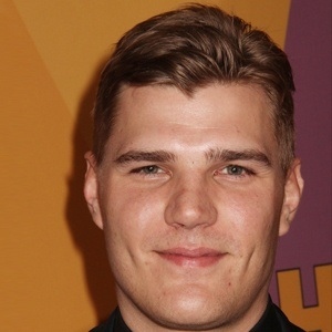Chris Zylka 9 of 10