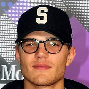 Chris Zylka 10 of 10