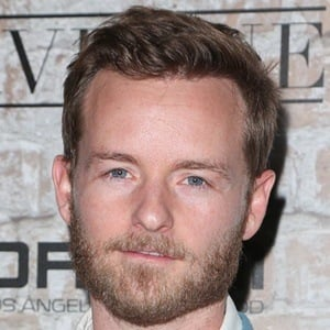 Christopher Masterson 9 of 10