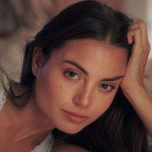 Clara Aparicio 4 of 5