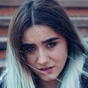 Claudia Laubalo 2 of 5