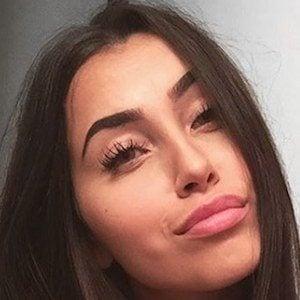 Claudia Tihan 4 of 6