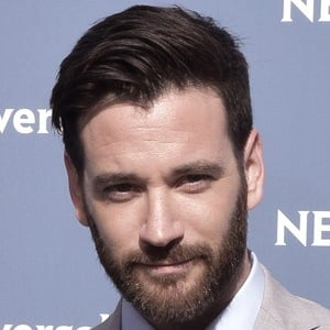 Colin Donnell 6 of 9