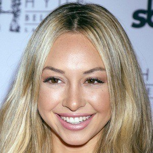 Corinne Olympios 3 of 10