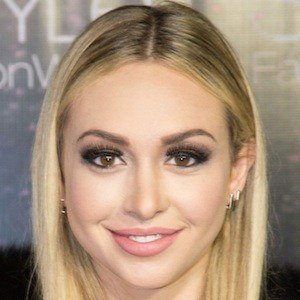 Corinne Olympios 4 of 10