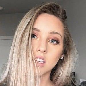 Courtney Raine 5 of 8