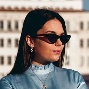 Débora Monteiro 2 of 5