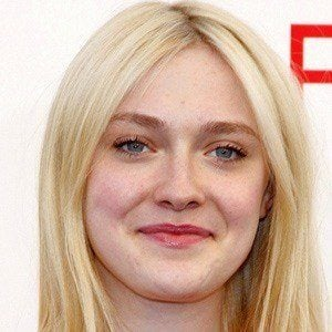 Dakota Fanning - Bio, Facts, Family | Famous Birthdays