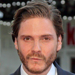 Daniel Bruhl 4 of 10