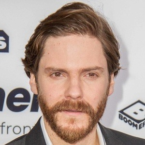 Daniel Bruhl 7 of 10
