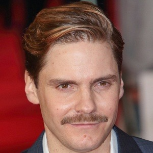 Daniel Bruhl 8 of 10