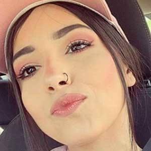 Daniela Calvario 4 of 5