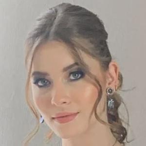 Daniela Flores Headshot 2 of 10