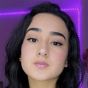 Daniela Garces Headshot 2 of 10