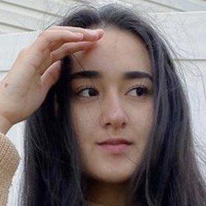 Daniela Garces Headshot 5 of 10