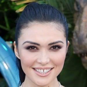 Daniella Pineda 4 of 4