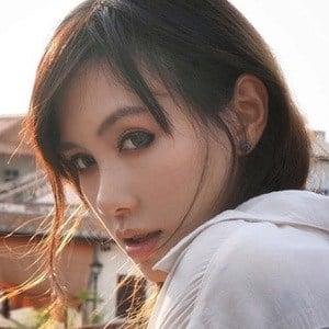 Daniella Sya 2 of 6