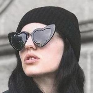 Danielle Gold Headshot 9 of 10