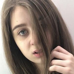 Danielle Kate Geddes Headshot 2 of 5