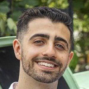 Darren Levy Headshot 7 of 10