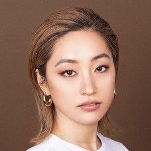 Dasha Kim 3 of 6