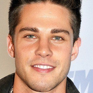 Dean Geyer 4 of 5